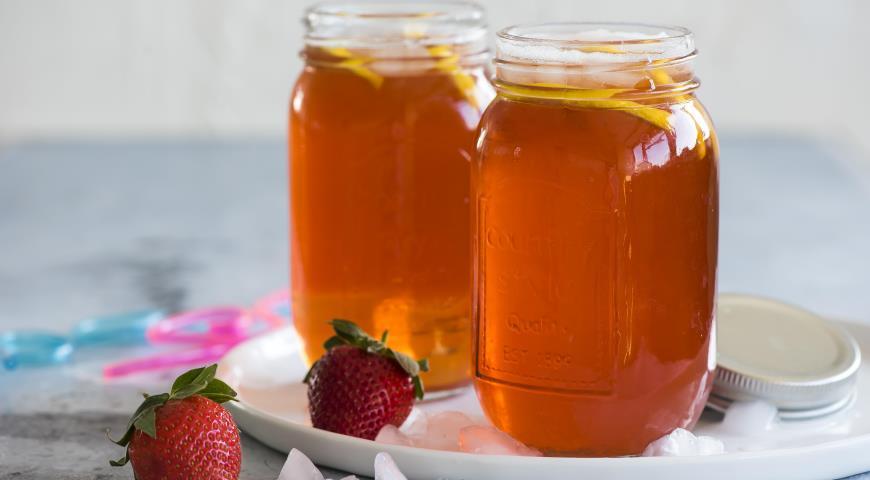 Cold strawberry tea