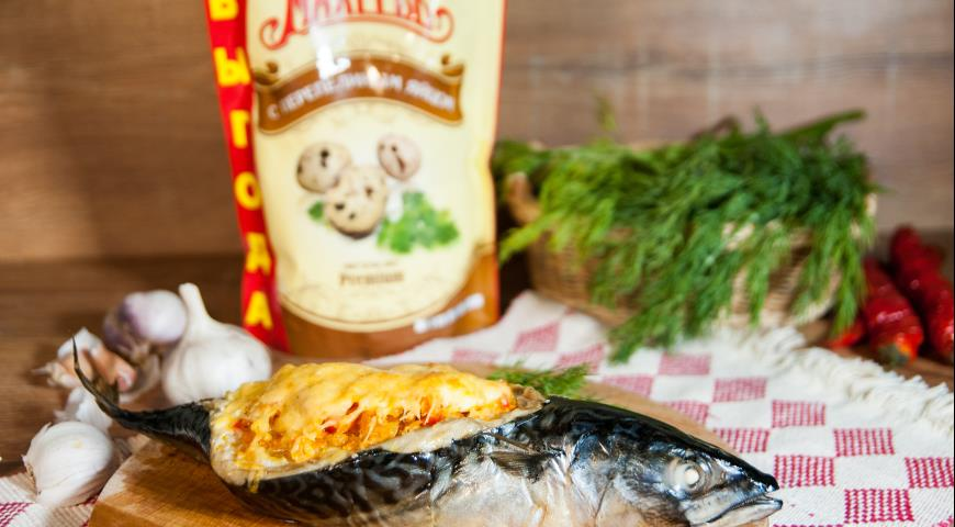 Baked mackerel with mushrooms and vegetables