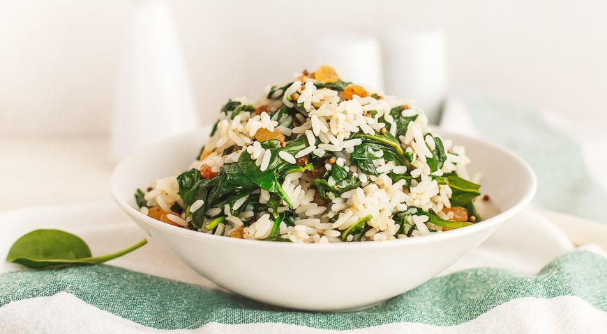 Rice with spinach and raisins