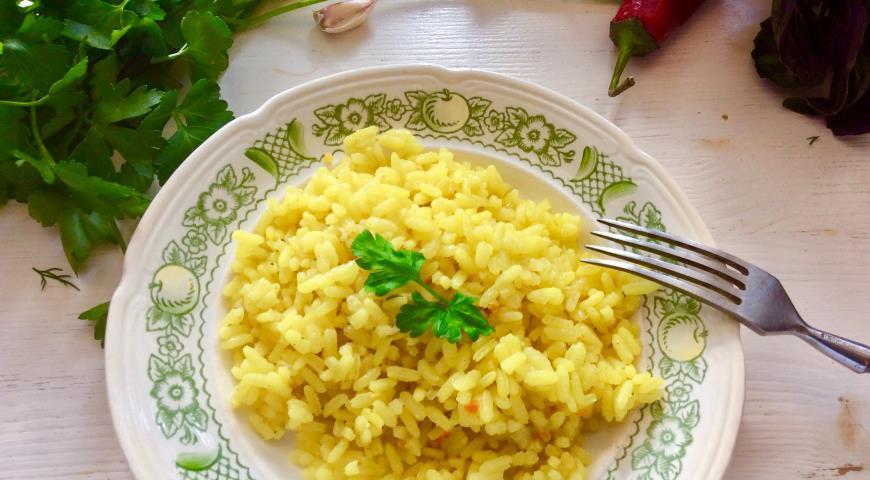 Yellow rice with garlic