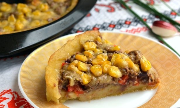 Potato pie with canned tuna, corn and cheese