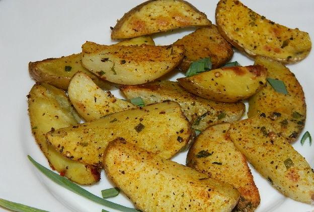 Ruddy potato wedges for garnish
