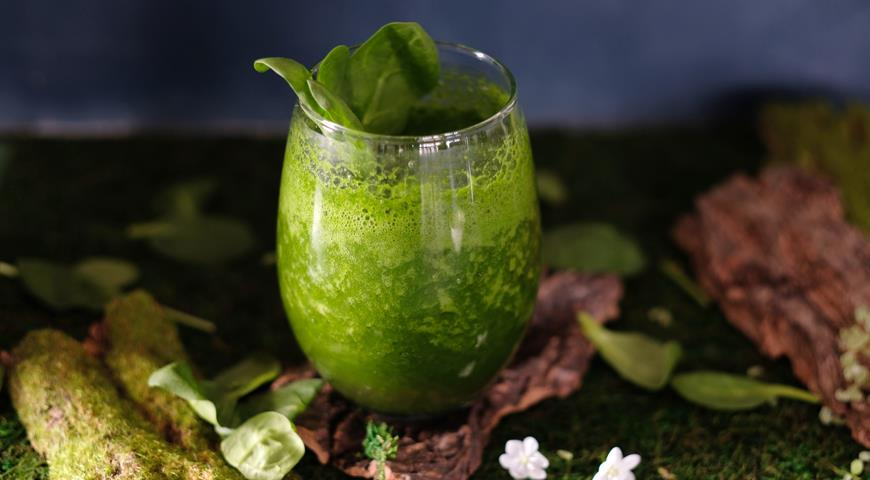 Cheerful spinach cocktail