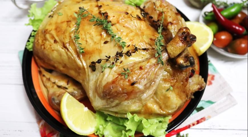 Chicken baked with rice, chestnuts and apples