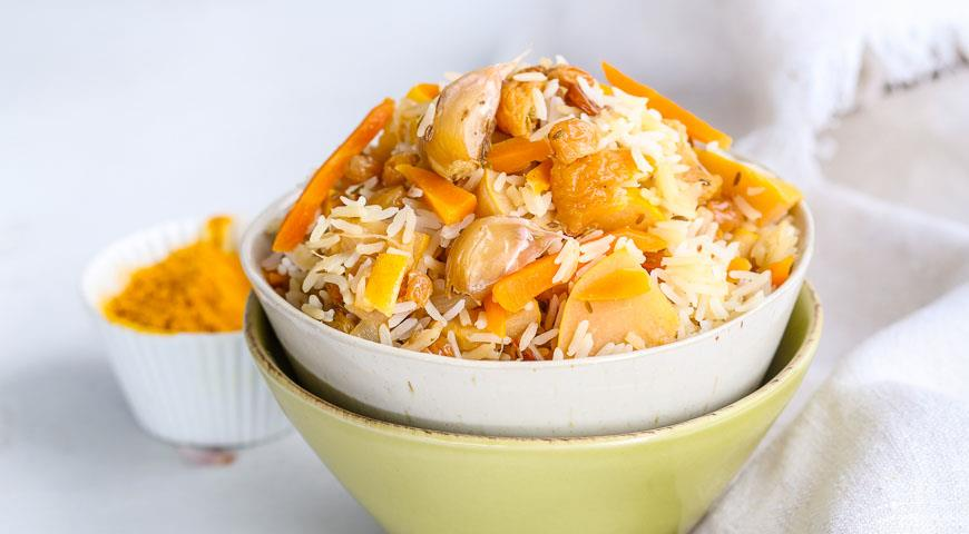 Lean pilaf with vegetables and dried fruits