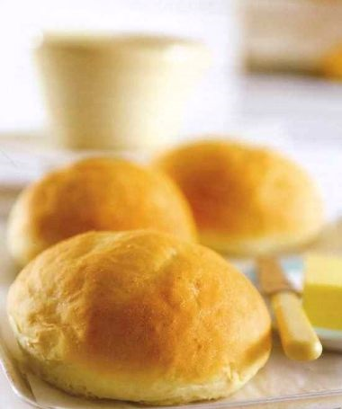 Yeast buns with mashed potatoes