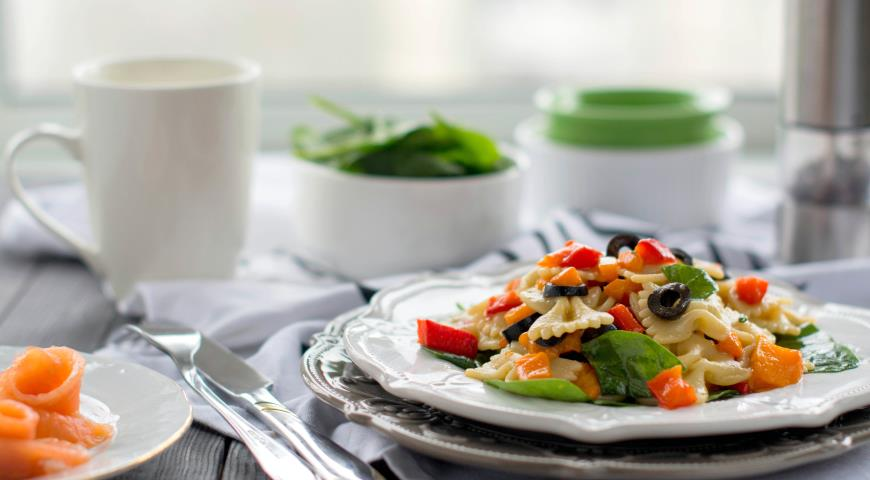Warm Salad with Baked Peppers and Pasta