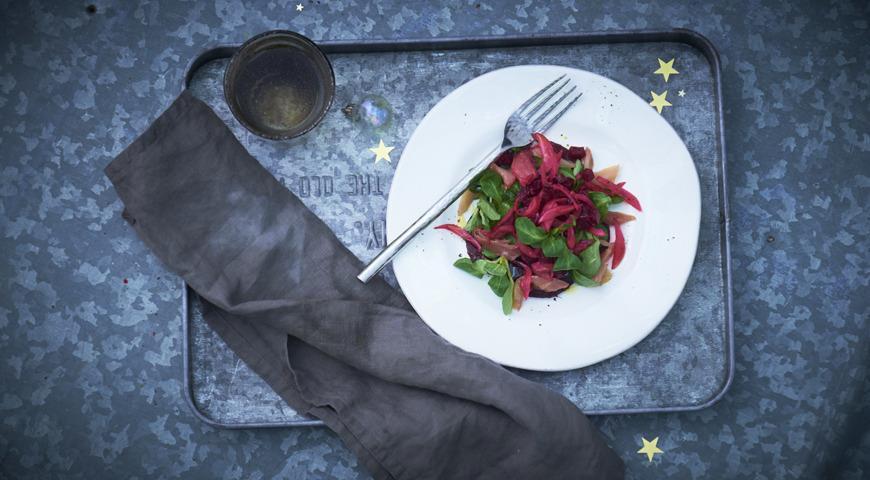 Smoked mackerel, beetroot and horseradish salad