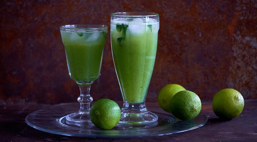Cucumber-lime lemonade with lemongrass