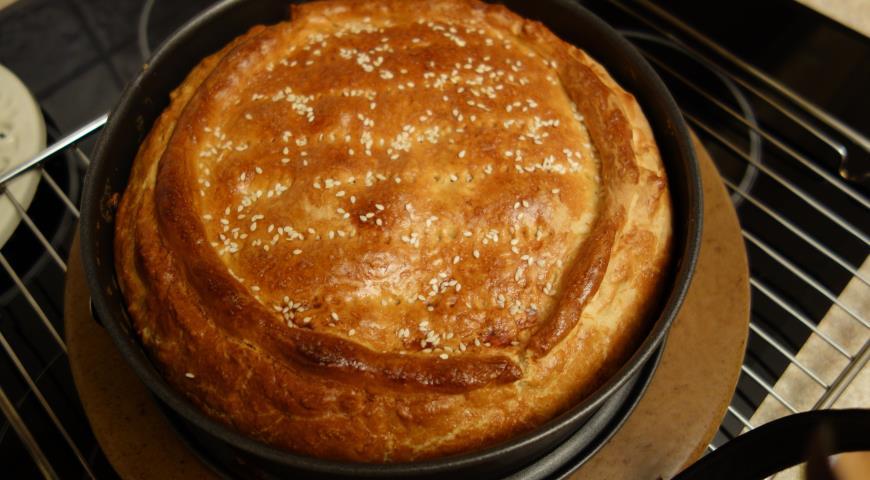 Pie with fish and sauerkraut