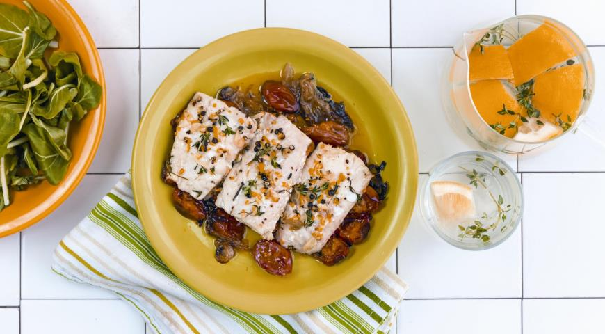 Hake with tomatoes and fennel