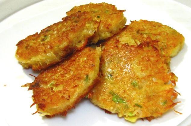 Potato pancakes with green onions, paprika and nutmeg
