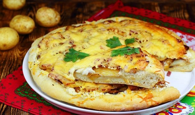 Pizza with potatoes and smoked bacon