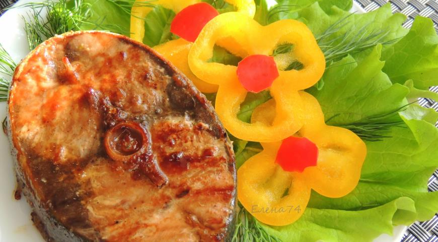 Grilled tuna in spicy sweet marinade