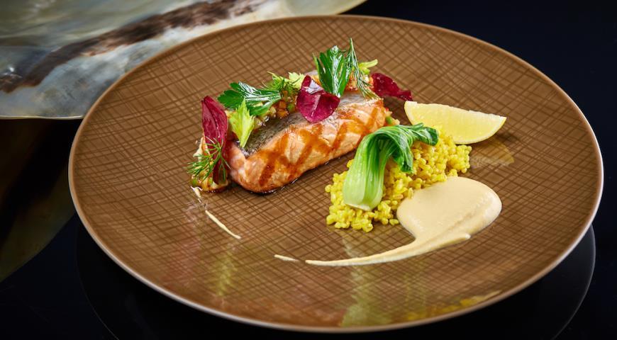Salmon with hummus, pak choy and exotic Vierge sauce