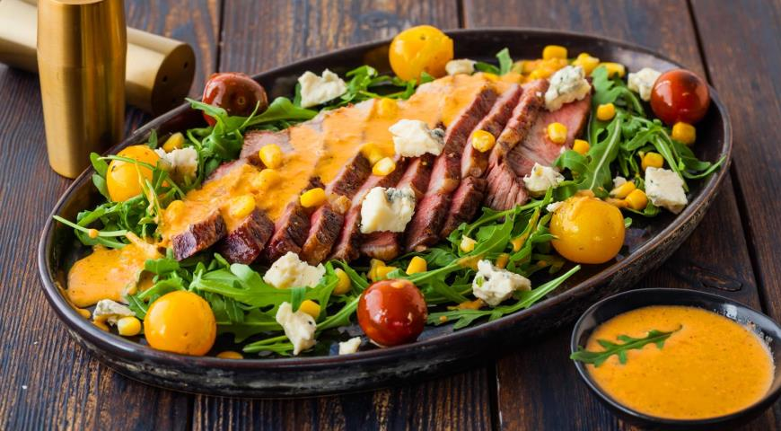 Salad with Steak, Corn and Grilled Tomatoes