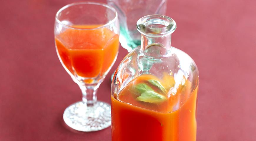 Sweet Pepper Lemonade with Basil
