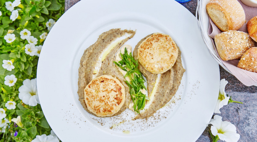 Pike cutlets with truffle puree
