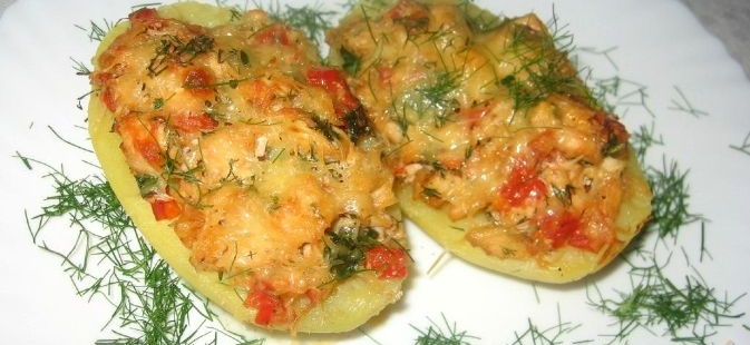 Potato boats stuffed with chicken and vegetables