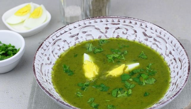 Puree soup with spinach and potatoes, chicken broth