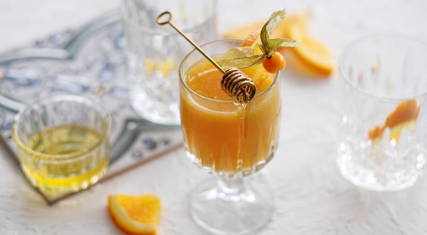 Refreshing honey cocktail