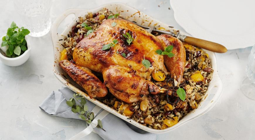 New Year's turkey with tangerines, rice and cranberries