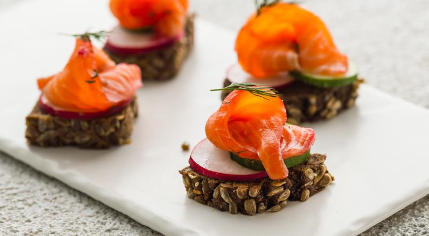 Pickled fish with horseradish and beets