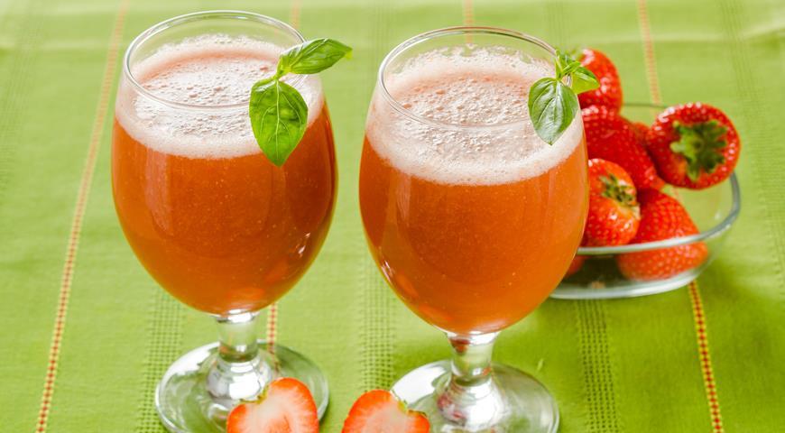 Strawberry Basil Ice Drink