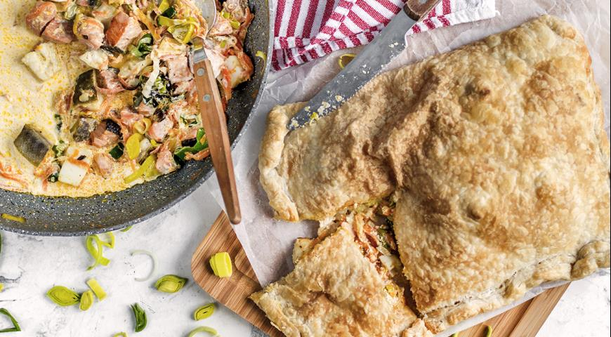 Crispy pie with fish and vegetables