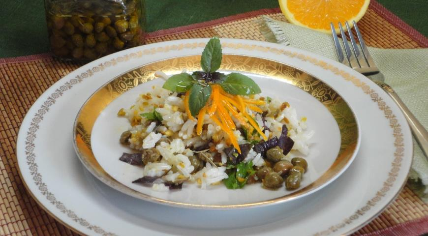 Rice salad with capers