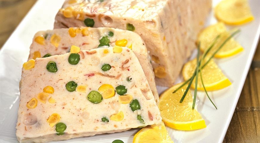 Perch mousse with corn and green peas