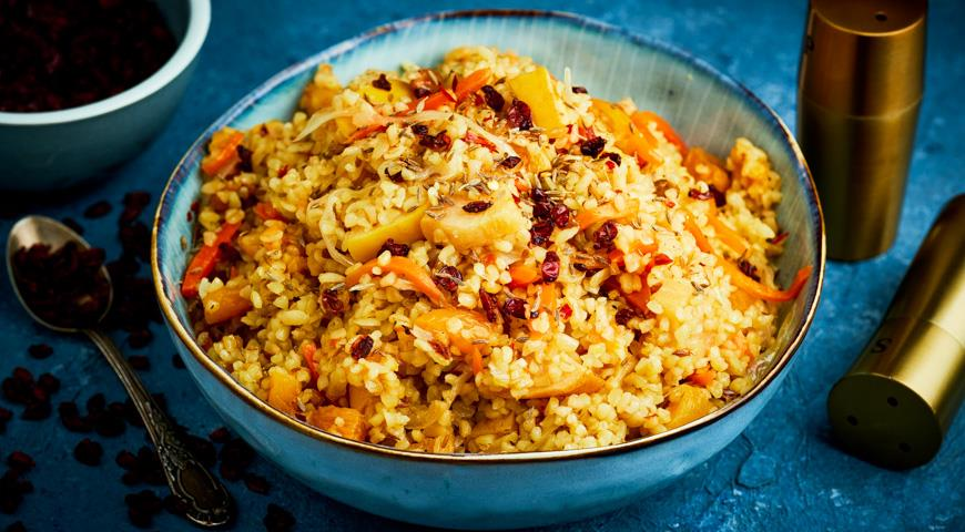 Bulgur pilaf with vegetables and fruits