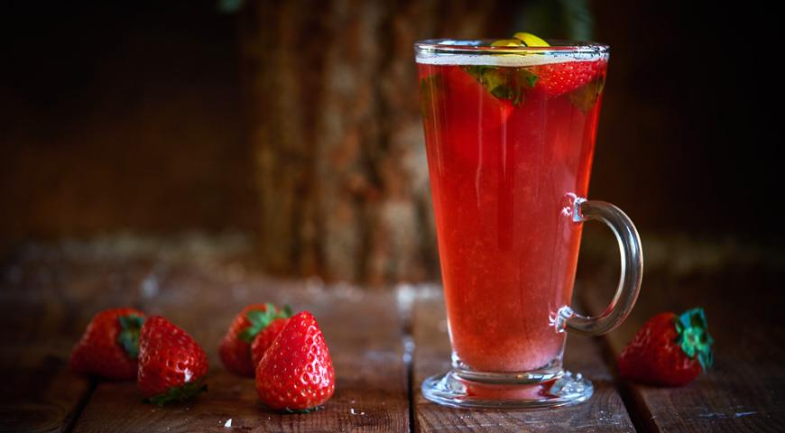 Rum Punch Milk Oolong with Strawberries