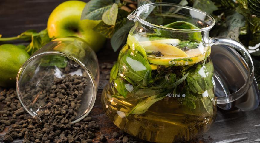 Apple tarragon tea
