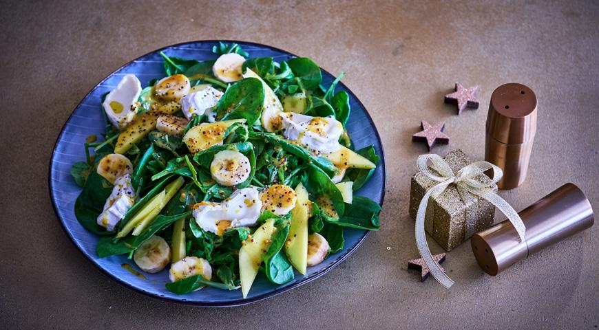 Salad with Bananas, Goat Cheese and Mustard Dressing