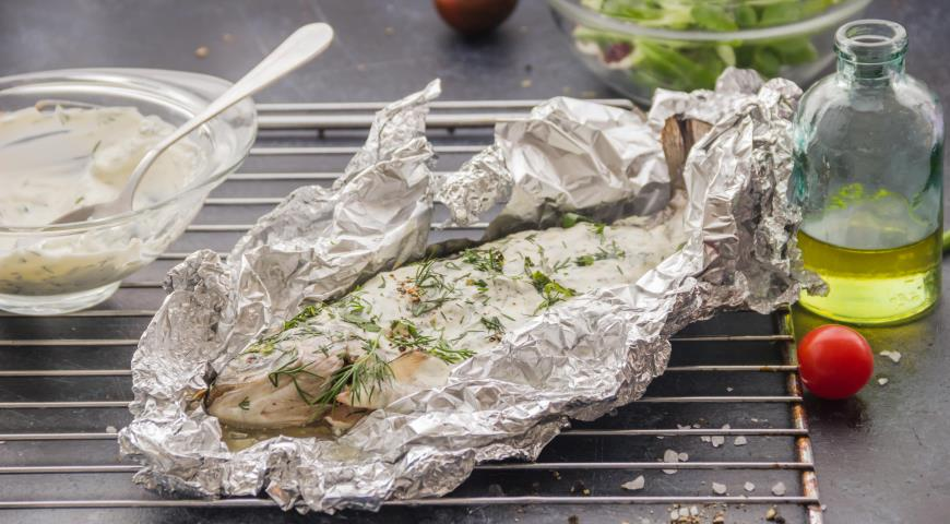 Trout baked with sour cream