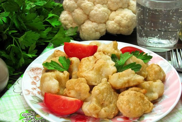 Fried cauliflower in batter on mineral water