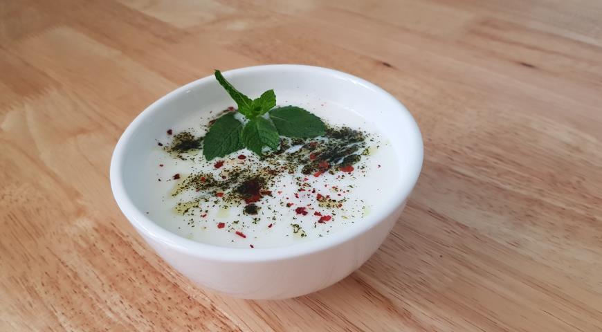 Turkish yayla soup made from rice and yogurt 2