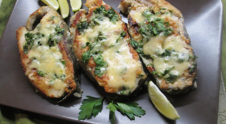 Salmon with cheese crust with herbs