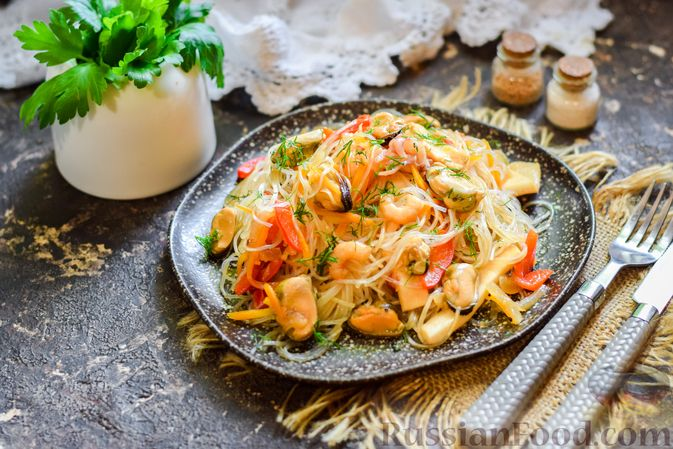 Funchoza with seafood and vegetables .... super