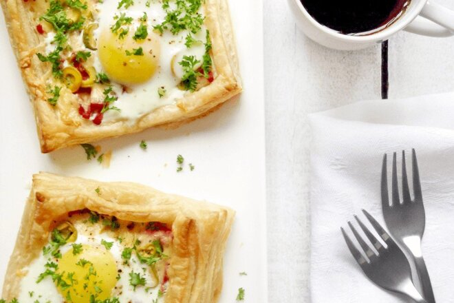 Puff With Ham, Cheese And Fried Eggs