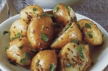 Fragrant young potatoes with garlic oil