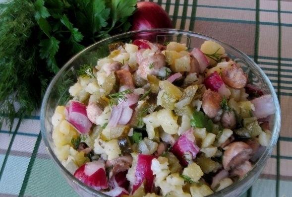 Rustic potato salad with fried mushrooms
