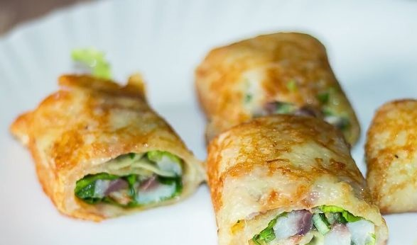 Potato rolls with herring