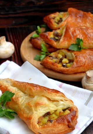 Open puff pastries with mushrooms, potatoes and cheese