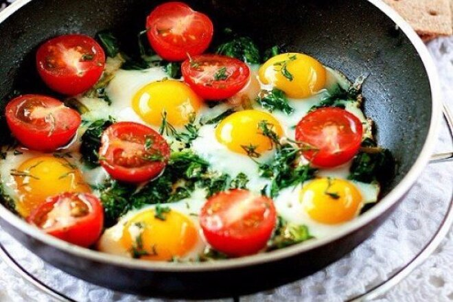 Fried Eggs in Vegetables with Herbs