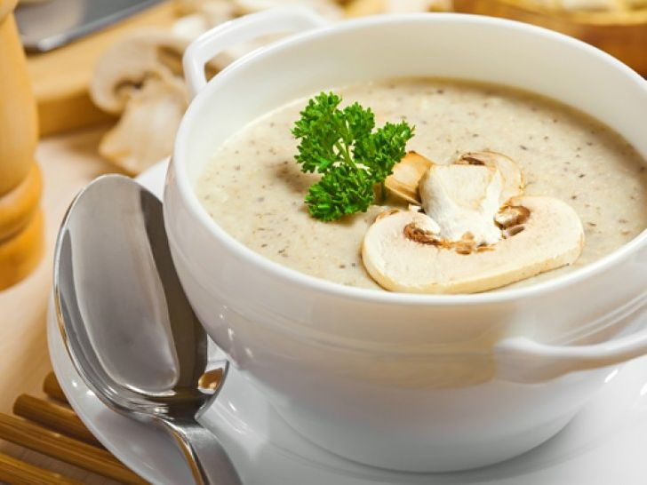French champignon cream soup