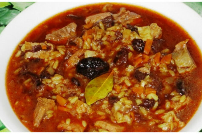 Chicken kharcho with rice and prunes