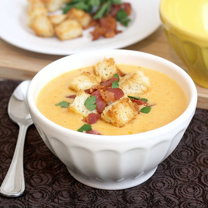 Creamy cheese soup with garlic croutons