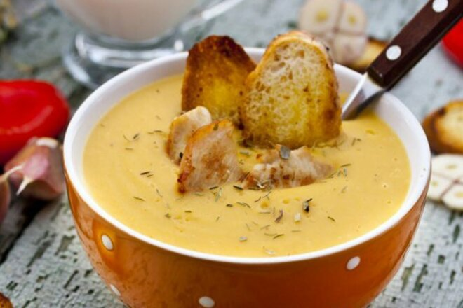 Carrot puree soup with chicken fillet